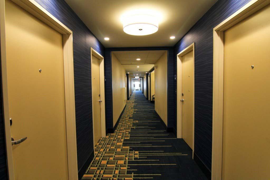 cửa phòng khách sạn gỗ công nghiệp